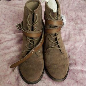 Shoe dazzle boots 7.5 nwt
